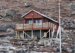 Hytten Amaroq from outside. Photo by Asimut Tours and Camp, Visit Greenland