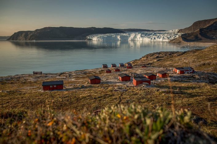 An overview of the Eqi Glacier Lodge camp with the glacier in the background in North Greenland. Photo by Mad Pihl, Visit Greenland