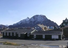 Frontal view of the Sisimiut Youth Hostel with mountain in the background. Photo by Sisimiut Youth Hostel, Visit Greenland