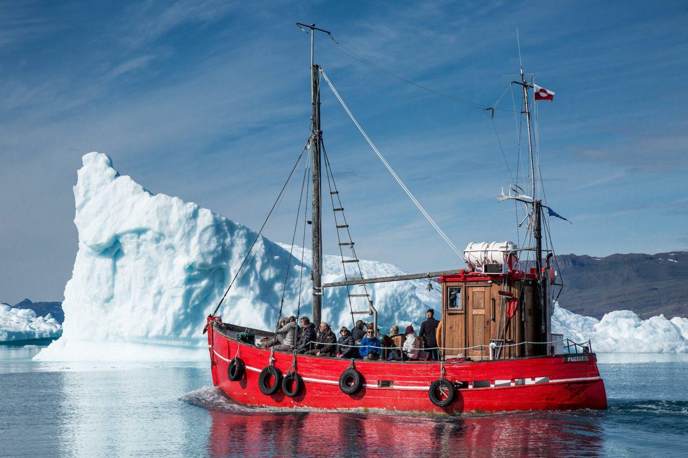 Blue Ice boat Puttut among icebergs near Qooroq ice fjord in Narsarsuaq 05. Photo by Mads Pihl.