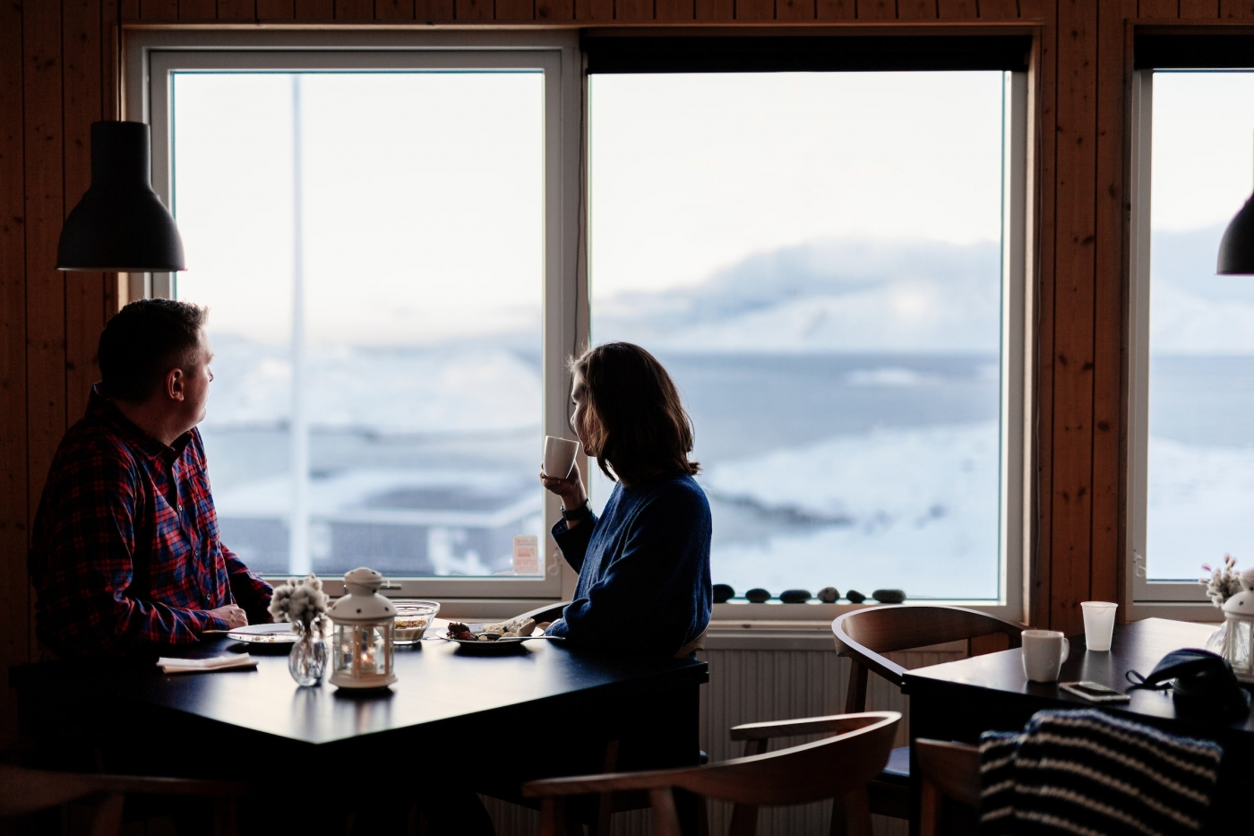 Couple enjoying a brunch at Inuk Hostels in Nuuk in Greenland. Photo by Rebecca Gustafsson - Visit Greenland