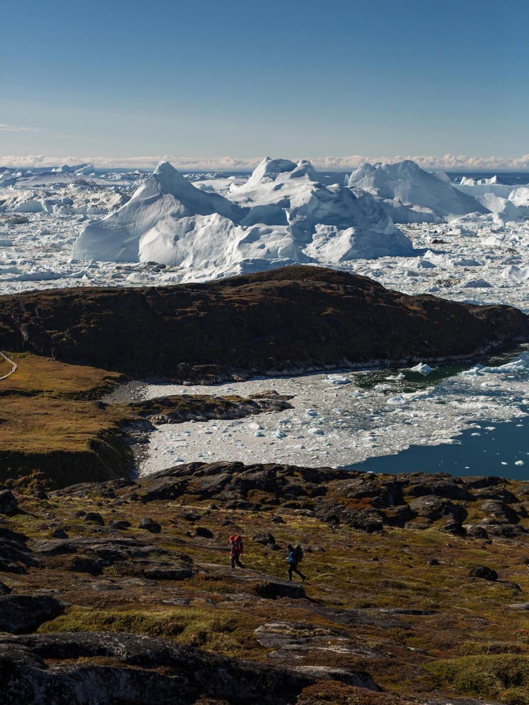 Hikers in Sermermiut. Photo by Aningaaq R Carlsen - Visit Greenland