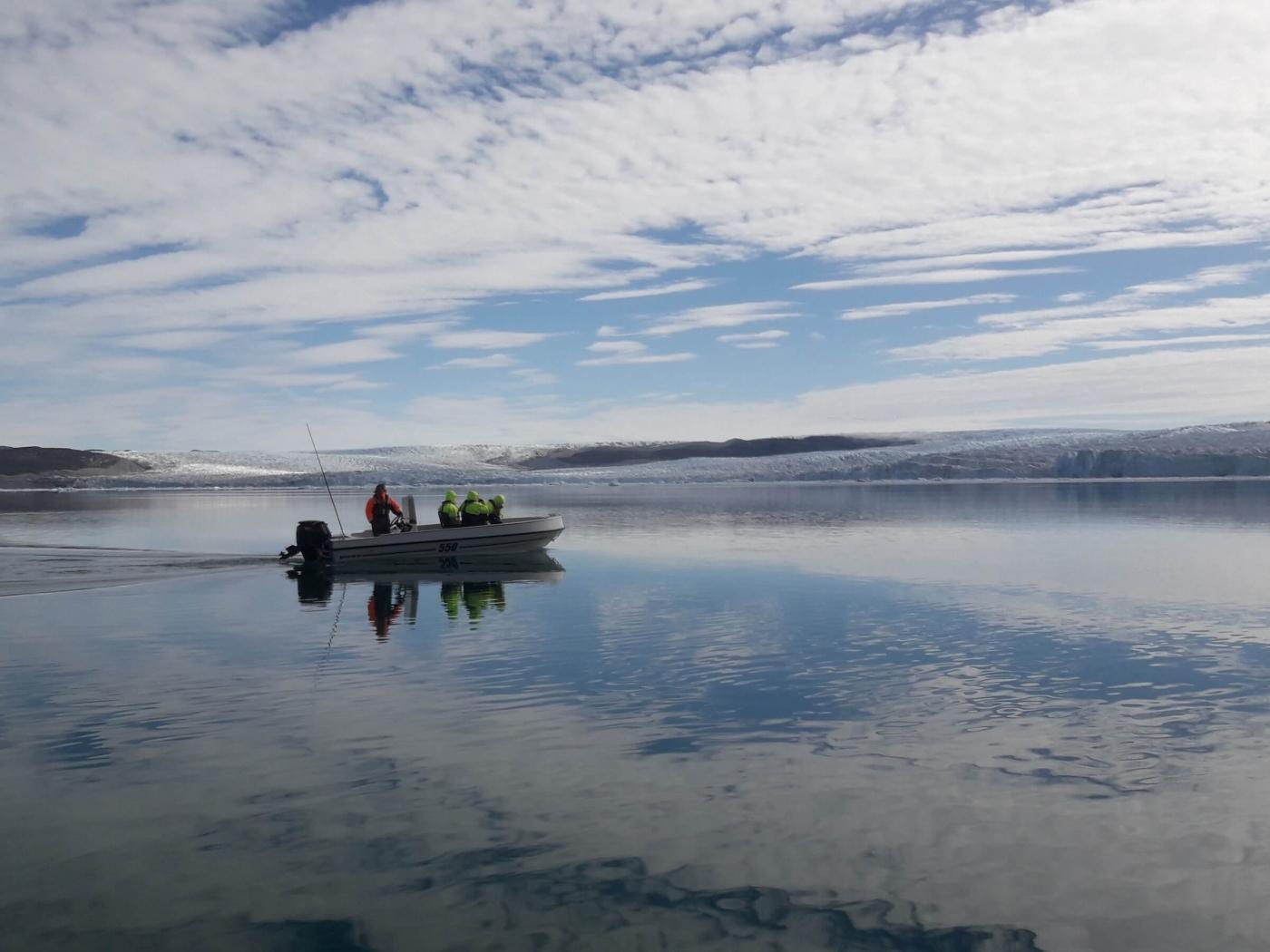 Boat sailing towards glacier. Photo by Diskobay Tours