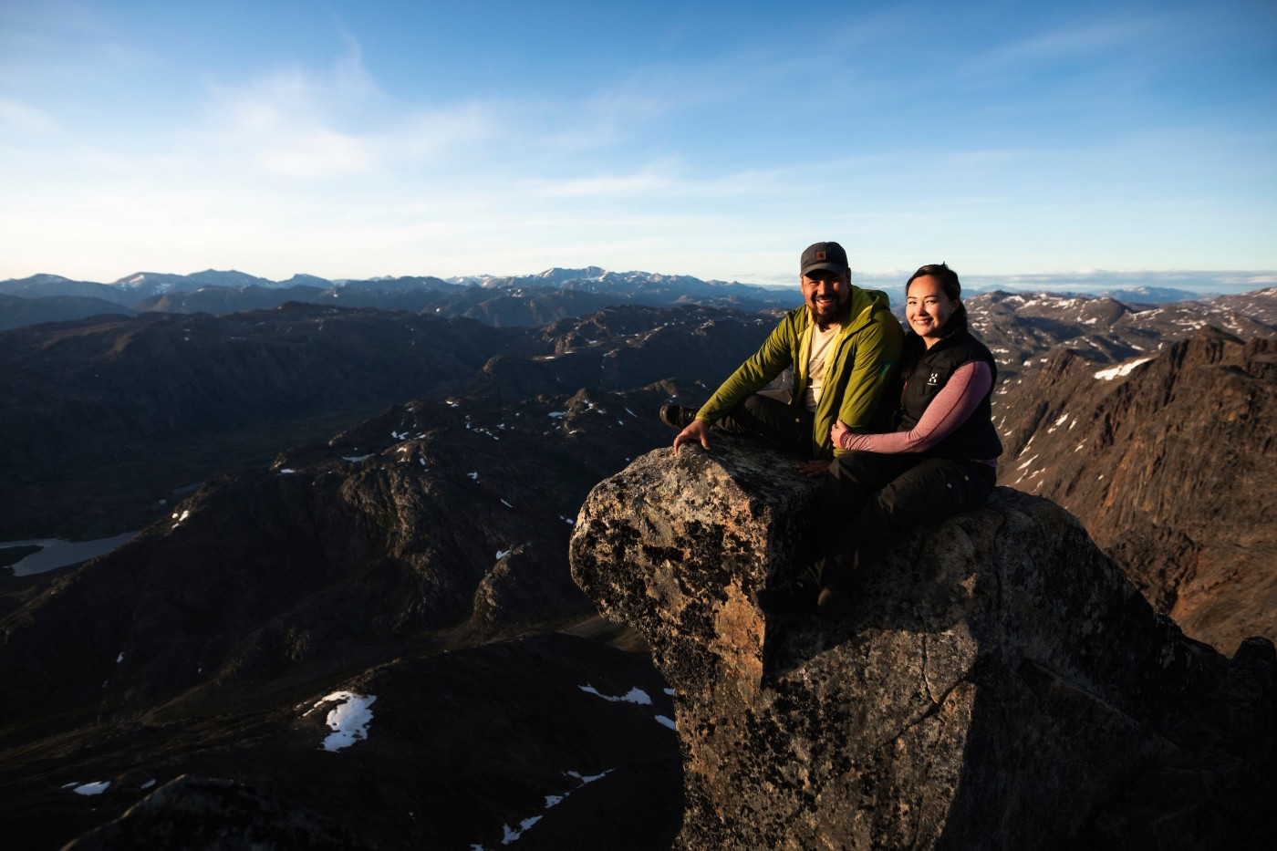 Couple at mountain topcouple on mountain in Sisimiut. Photo-Aningaaq Rosing Carlsen - Visit Greenland