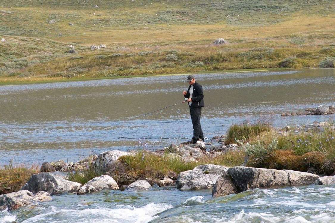 Tourist fly fishing in Kapisillit, close to Nuuk. Photo by Asimut Tours and Camp