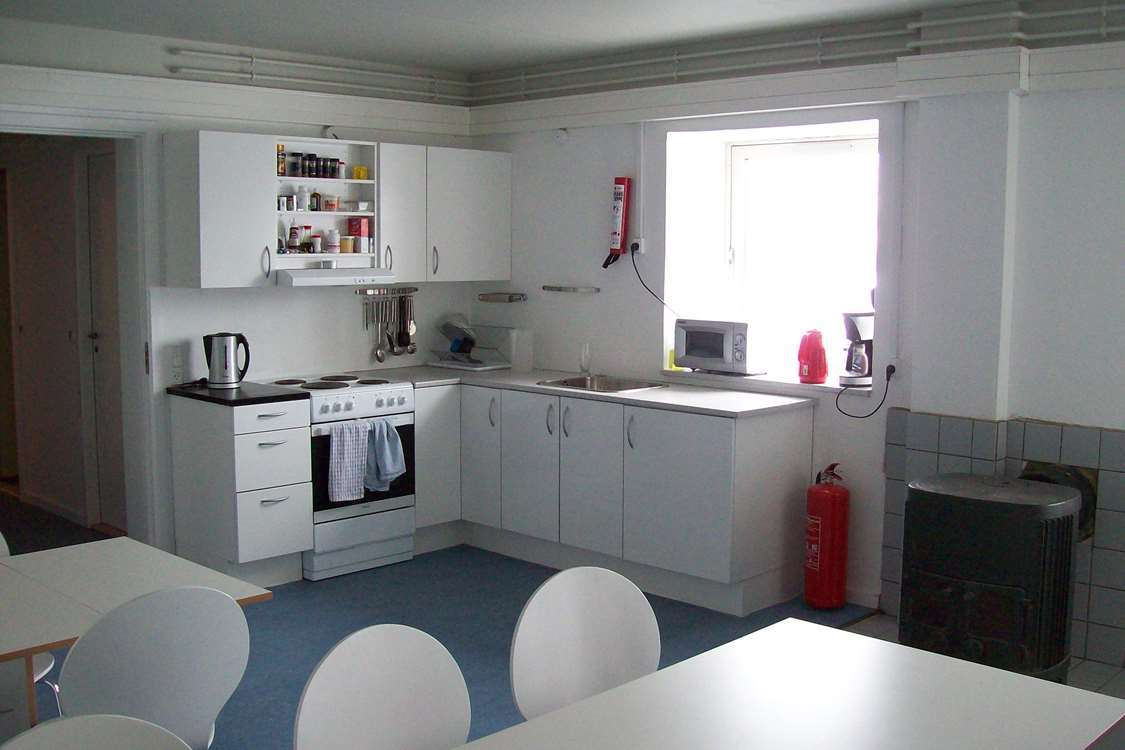 Common kitchen and dining area. Photo by Kangerlussuaq Youth Hostel - Visit Greenland