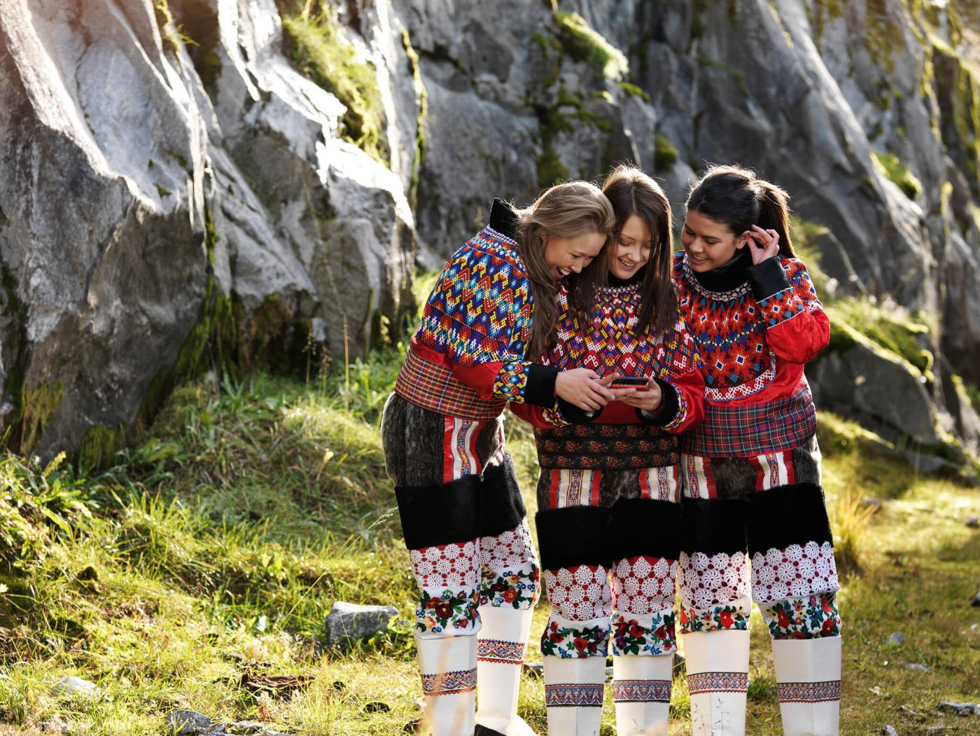 Young greenlandic women in national costume, by David Trood