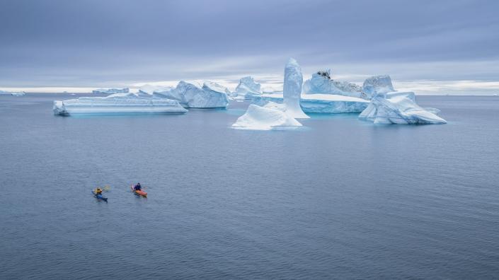 Kayaking between giant icebergs. Photo Henrik Kaarsholm – Hotel Disko Island, Visit Greenland