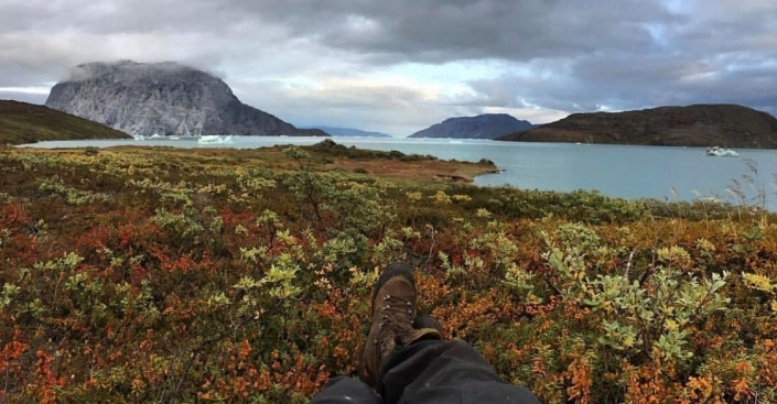 Autumn landscape in Greenland. Relaxing by the shore. Photo by Two Ravens, Visit Greenland