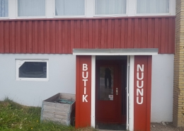 Butik Nuunu in front of entrance. Photo by Butik Nuunu