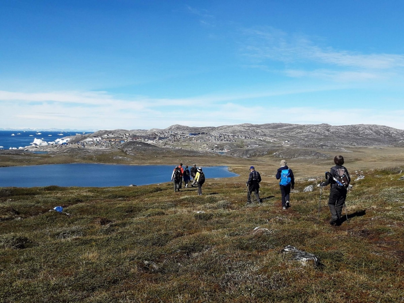 Hikers hiking in summer close to Ilulissat. Photo by Diskobay Tours