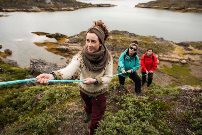 Assaqutaq Sisimiut hike tour group - Aningaaq R. Carlsen, Visit Greenland-min