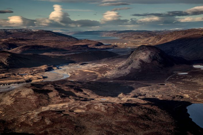 Looking towards Kangerlussuaq on an Air Zafari flightseeing trip in Greenland. By Mads Pihl