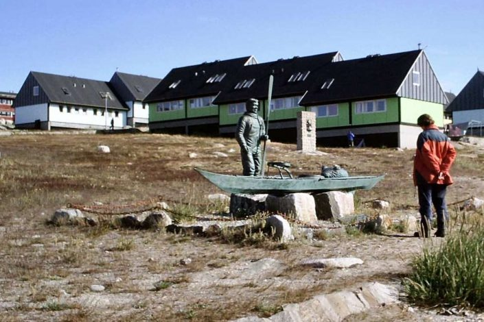 Statue of an Inuit hunter in Qasigiannguit, North Greenland. Photo by Qasigiannguit Tourist Bureau