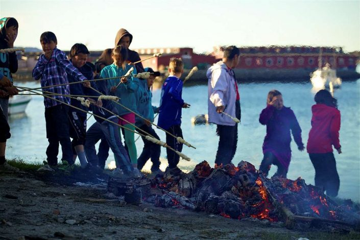 Kids making twist bread in Summertime close to Restaurant Tulugaq in Aasiaat, North Greenland. Photo by Magssannguaq Qujaukitsoq