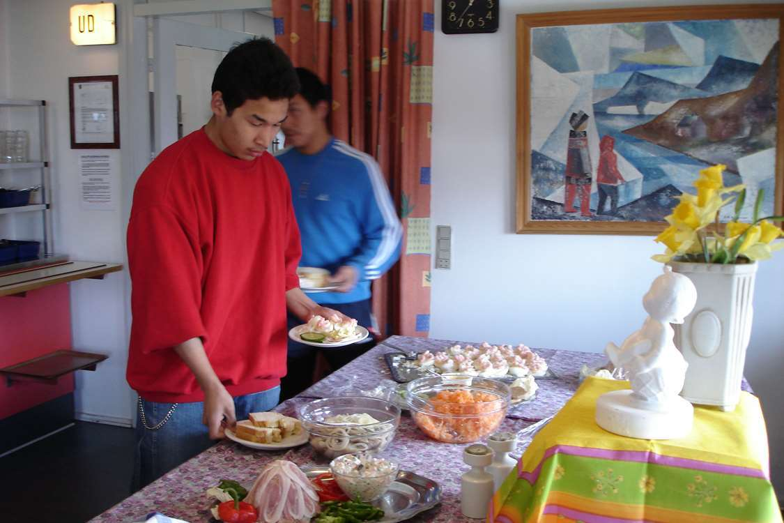 Guests getting food in the cafeteria. Photo by Sulisartut Højskoleat, Visit Greenland